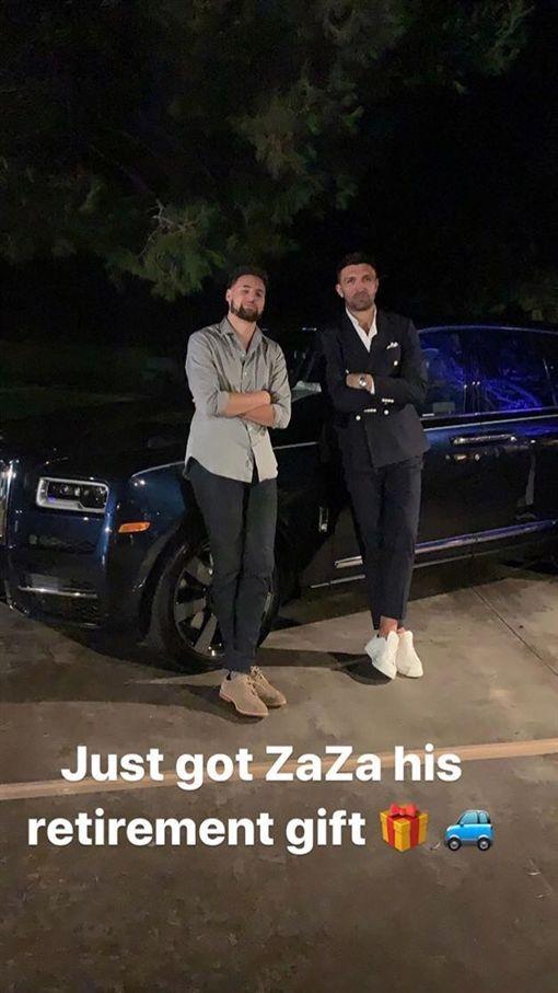 Klay Thompson送Zaza Pachulia勞斯萊斯。(圖/翻攝自推特)