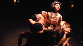 亞太與國際藝文組織3年會 2020年北高接棒登場「亞洲文化推展聯盟」年會18到20日在菲律賓舉辦。圖為入選為本屆「亞洲藝術瑰寶」之一的菲律賓藝術家Ea Torrado and Daloy Dance Company演出作品「出土」(Unearthing)。中央社記者陳妍君馬尼拉攝 108年9月20日
