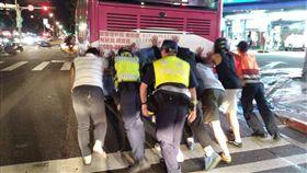 台北市,公車,塞車,拋錨,警民合作