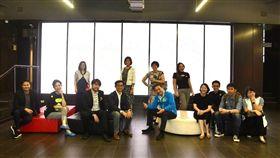 侯友宜市長率團與泰國創新經濟促進局(CEA)交流。參訪泰國文創商品。新北市府提供