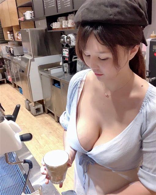 咖啡,奶泡,北半球,女店員,爆乳,大奶薇薇,台版沖田杏梨(翻攝自臉書)