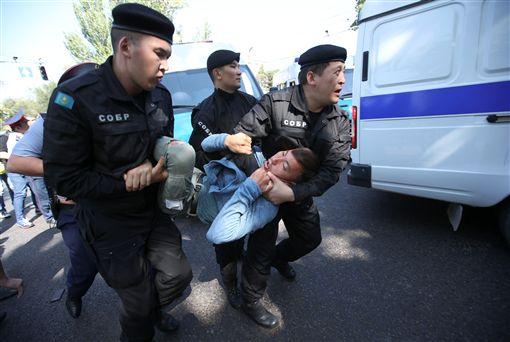 哈薩克爆反中衝突!鎮壓已57人被捕(圖/路透社/達志影像)