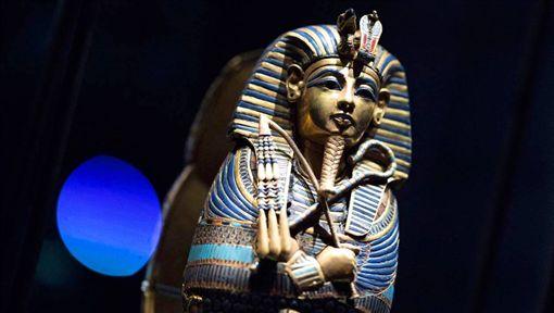 在法國巴黎舉辦的埃及法老圖坦卡門特展中,展出150多件出自圖坦卡門陵墓的文物,其中有60件都是第一次踏出埃及國土。(圖取自facebook.com/ExpoToutankhamonParis)