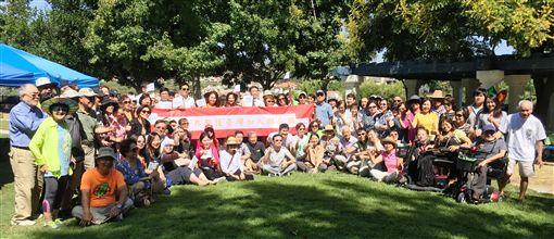 美國加州橘郡近200名僑胞21日午間在維艾荷鎮(Mission Viejo)舉行支持台灣加入聯合國的聲援大會。(橙縣文教中心提供)中央社記者林宏翰洛杉磯傳真  108年9月23日