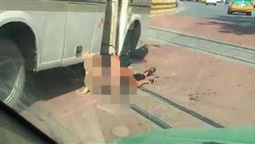 隨機殺人血染公車!男失控狂砍8人重傷 母子倒臥血泊 圖翻攝自華商報