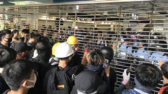 港鐵遭示威者破壞 今早服務恢復正常