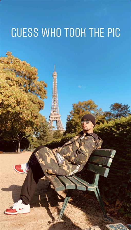 周杰倫遊法國巴黎鐵塔