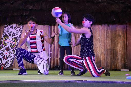 福爾摩沙馬戲團在印尼旅展演出福爾摩沙馬戲團(FOCA)22日應邀在印尼最大秋季旅展演出,精湛的表演博得滿堂彩。中央社記者石秀娟雅加達攝 108年9月23日
