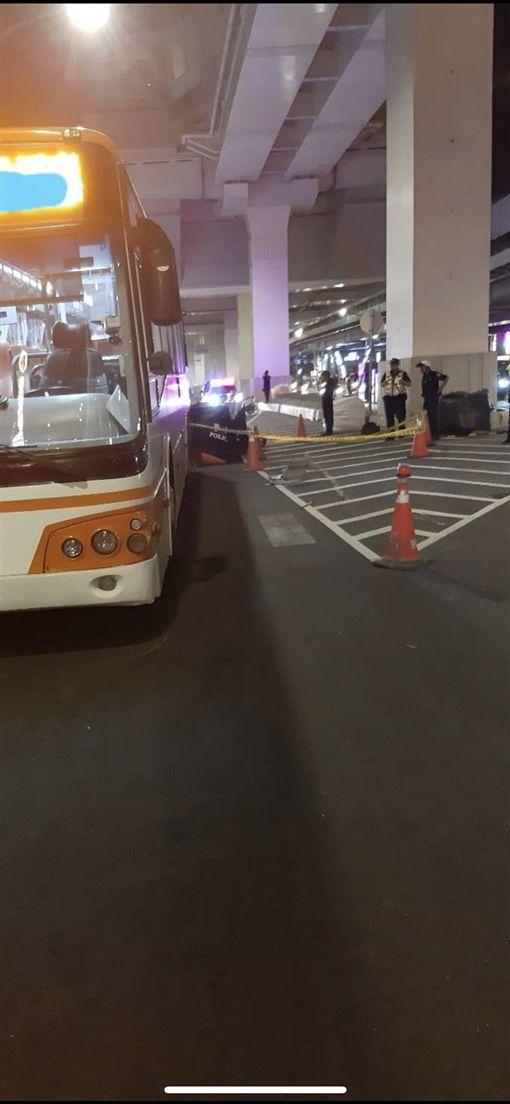 新北,板橋,車禍,公車,女騎士(圖/翻攝我是板橋人)