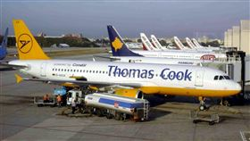 湯瑪斯庫克集團旗下的德國神鷹航空,仍維持營運。(圖/翻攝自維基百科)