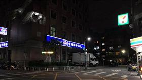 台北市謝姓女網友兒子遭身穿松山家商制服的男子尾隨,對方還以研究為名要求他掏出生殖器,警方獲悉後已介入調查(翻攝臉書)