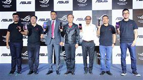 華碩電競手機進軍印度電腦品牌廠華碩23日由董事長施崇棠(左4)率領團隊,於新德里發表新一代電競手機ROG Phone II,各界貴賓到場支持。(華碩提供)中央社記者吳家豪傳真  108年9月24日