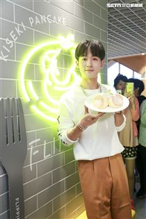 小樂吳思賢出席FLIPPER'S開幕一週年紀念活動。(圖/記者林士傑攝影)