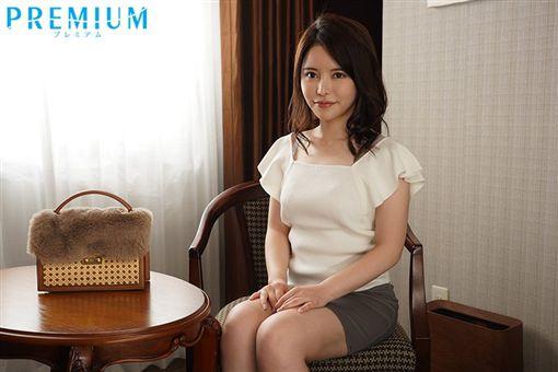 AV片商Premium下月將推出一位24歲的美豔女優化名「美奈」 圖/推特