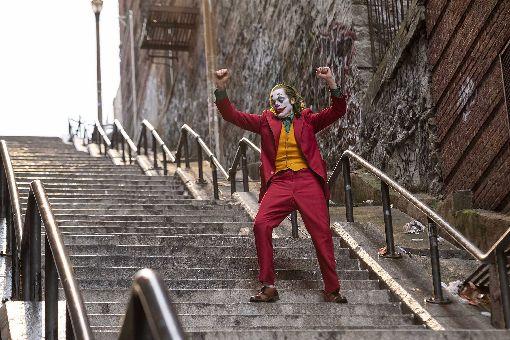 瓦昆菲尼克斯詮釋經典反派小丑美國男星瓦昆.菲尼克斯(Joaquin Phoenix)在新片「小丑」(Joker)中,飾演英雄漫畫「蝙蝠俠」中著名瘋狂反派小丑,電影中一段又高又長的樓梯,也是全片最關鍵的場景。(華納兄弟提供)中央社記者洪健倫傳真 108年9月24日