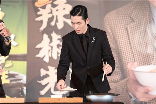 蕭敬騰創乾拌麵品牌「辣椒先生」(品牌提供)