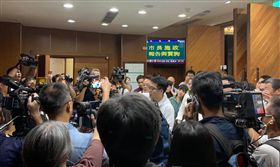 高市議會「抽籤」質詢韓國瑜 議員鄭孟洳傻眼:民主最可笑的一天 圖翻攝自康裕成臉書