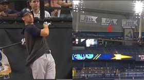 ▲賈吉(Aaron Judge)賽前打擊練習把球轟上光芒球場左外野懸掛的錦旗。(圖/翻攝自MLB官網)