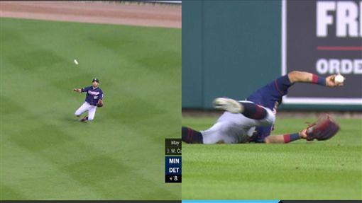▲雙城外野手羅沙瑞歐(Eddie Rosario)1顆飛球接殺2次。(圖/翻攝自MLB官網)