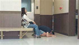 悲!男嬰夭折驗屍 爸下跪哭喊:寶寶對不起