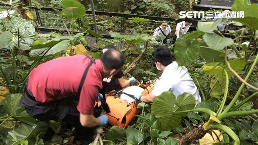 台北市老翁墜落至誠路二段邊坡現場(翻攝畫面)