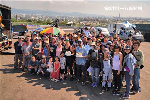 小泡芙一家會現身電影《叱咤風雲》的拍攝現場是為探班爸爸,劉畊宏為該片出品人之一 創映電影、量能影業提供
