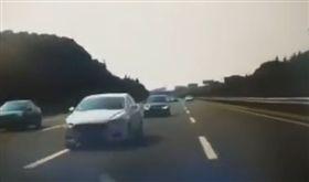 男高速公路突掉頭!逆向狂飆乘客絕望…哭喊:是不是有病(圖/翻攝自微薄)