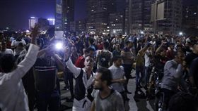 埃及出現反總統塞西示威抗議,目前超過1000人遭逮捕,但社群媒體上仍不段串聯群眾走上街頭要塞西下台。當局則表明打算動用武力鎮壓。(法新社提供)