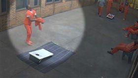 美國,無人機,空投,手機,大麻,監獄,囚犯,獄囚。(圖/翻攝自雅荷加郡監獄視頻)