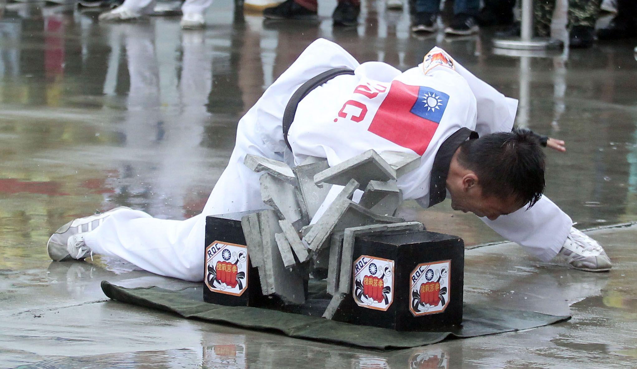 海軍陸戰隊學校莒拳隊戰技操演。(記者邱榮吉/攝影)