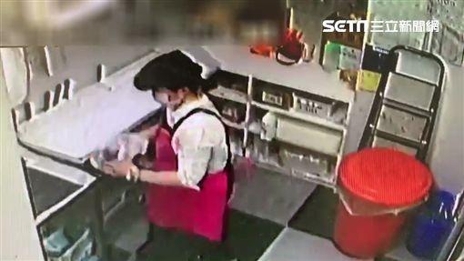 一之軒烘焙坊內湖店曾姓女員工在王姓女同事的水瓶內加水(翻攝畫面)