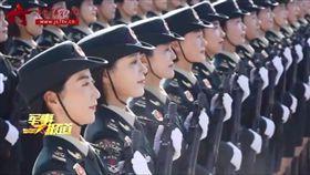 高顏值女兵集體露「絕對領域」 腿控必看中共國慶閱軍(圖/翻攝自中國軍視網)
