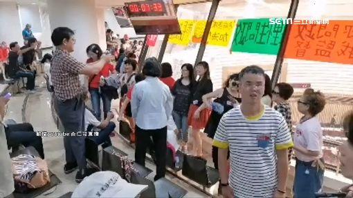韓粉衝議會變直播主 流淚大吼怒罵亂秩序