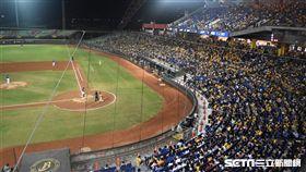 彭政閔引退週,27日萬人球迷進場。(圖/記者王怡翔攝影)
