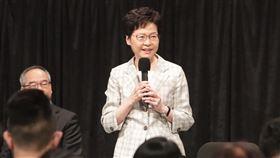 港府首場社區對話 特首稱不是公關秀香港政府首場「社區對話」26日晚上7時在灣仔伊利沙伯體育館舉行,特首林鄭月娥表示,對話不是公關技倆,而是尋求改變。中央社記者張謙香港攝 108年9月26日