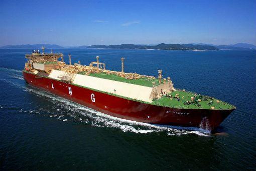首艘長約交運LNG船抵台 台灣中油公司首艘以長約交運的美國液化天然氣(LNG)船,今年8月從美國啟航,歷經33天航程,28日運抵中油永安液化天然氣接收站靠卸。(中油提供)中央社記者廖禹揚傳真 108年9月28日