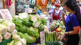 中秋節傳統市場菜價持平(1)中秋節連續假期第一天,13日傳統市場一早就湧入人潮,蔬菜零售價跟上週差不多。中央社記者王騰毅攝 108年9月13日