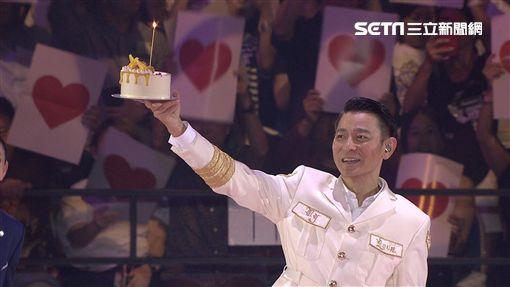 香港天王劉德華(華仔),闊別11年於「新加坡室內體育館」開唱。跟上萬粉絲一同慶祝生日。台灣映藝提供