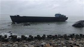 ▲中國幽靈船漂流來台,航港局進行救援(圖/航港局提供)