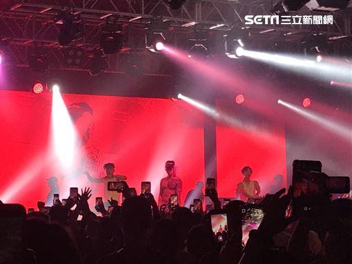 韓裔美籍的男星Jay Park(朴載範)出道第11年,從團體2PM離開之後便專注於音樂創作上,而他的獨特唱風更是吸引一票粉絲喜愛,29日帶著旗下藝人之一的HAON與 《Show me the money 》出道的Woo(禹元宰)於台北ATTSHOWBOX大直館舉辦《SEXY 4EVA》演唱 圖/記者邱于倫攝影