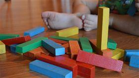 男童、玩具、積木、/pixabay