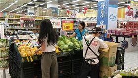 賣場,颱風天,菜價。(圖/愛買提供)
