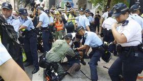 北京1日盛大慶祝中共建政70週年國慶之際,香港特別行政區因反送中運動變身「危城」。(共同社提供)