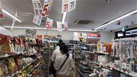 日本消費稅調漲  店家想花招衝高買氣日本消費稅率1日起漲至10%,有些店家擔憂民眾不消費,因此祭出新限定期間的優惠措施以衝高買氣。中央社記者楊明珠東京攝  108年10月1日
