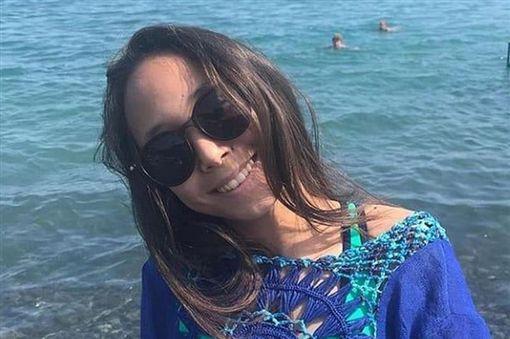 哈薩克,恐怖!手機放枕頭邊充電爆炸 14歲少女遭爆頭慘死睡夢中(圖/翻攝自推特) ID-2159697