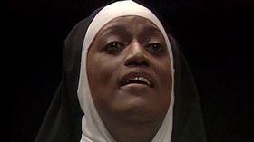 世界著名女歌因潔西諾曼演出法國大革命時真實故事改編的歌劇《聖衣會修女對話錄》。(圖/翻攝自Metropolitan Opera YouTube頻道)