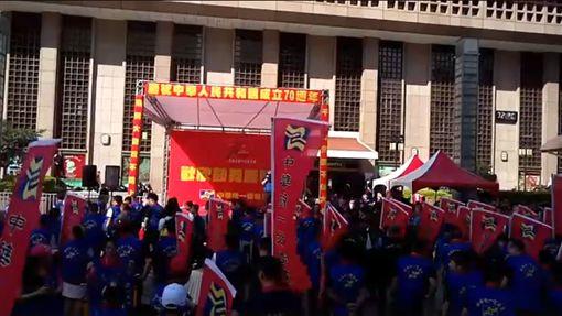 統促黨在北車舉辦慶祝中國國慶活動 圖/翻攝自張安樂臉書