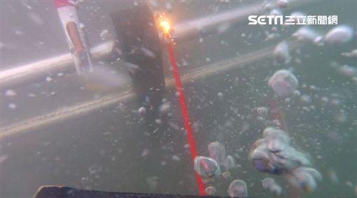 宜蘭南方澳大橋 海軍進行水下切割作業/翻攝畫面