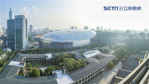 台北大巨蛋與松山菸廠鳥瞰圖。(圖/記者林士傑攝影)
