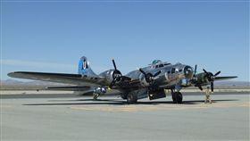 B-17轟炸機加洲棕櫚谷的蘭卡斯特市舉行洛杉磯郡航空秀,圖為靜態展示的B-17轟炸機。中央社記者曹宇帆蘭卡斯特攝 107年3月24日